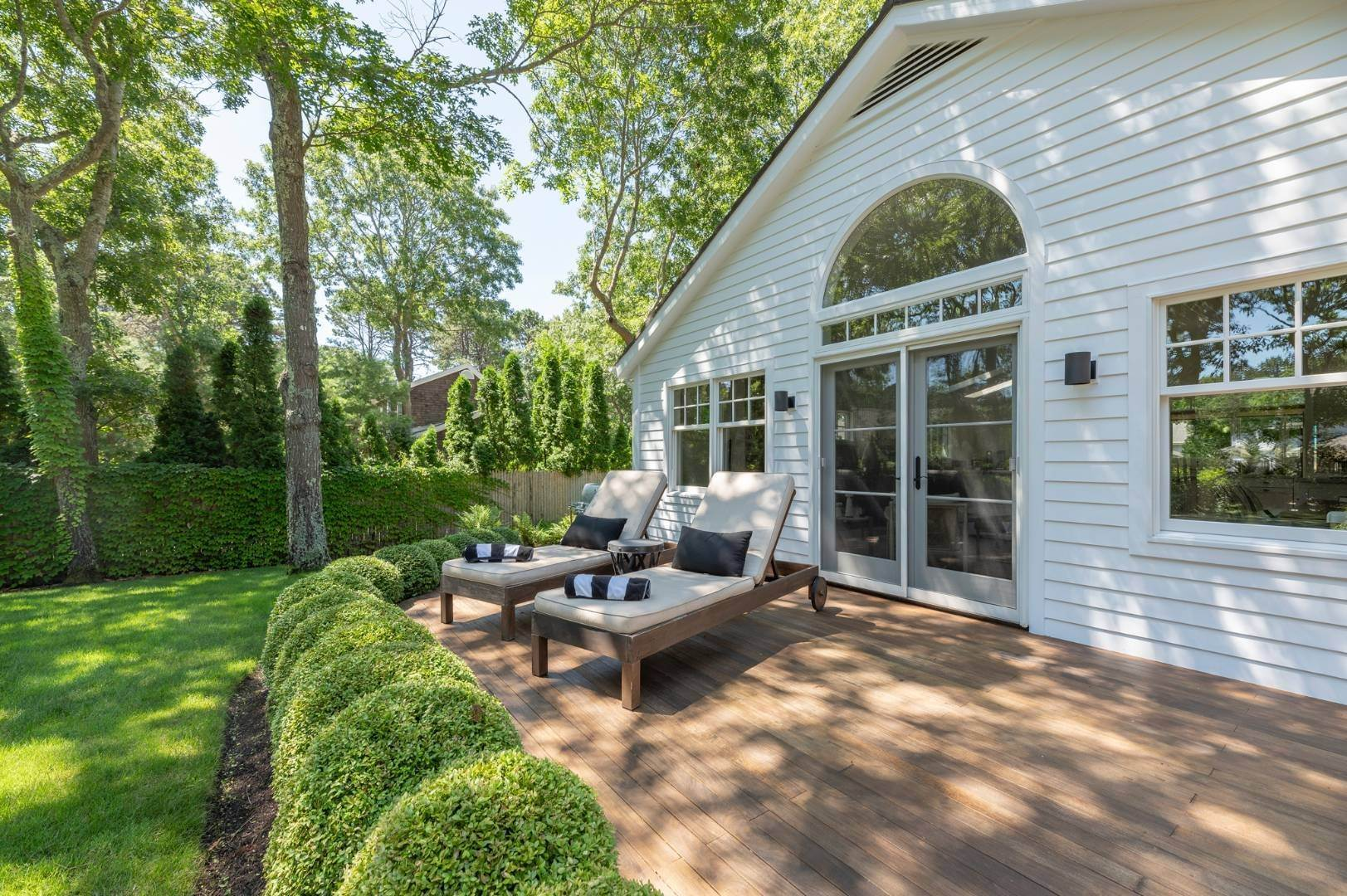 15. Single Family Homes for Sale at Modern Charm In Wainscott 32 East Gate Road, Wainscott, East Hampton Town, NY 11975