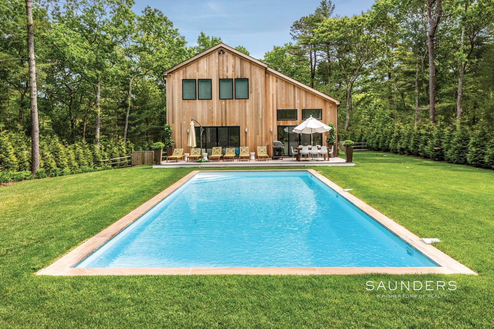 21. Single Family Homes at Chic New East Hampton Renovation With Pool East Hampton, East Hampton Town, NY 11937