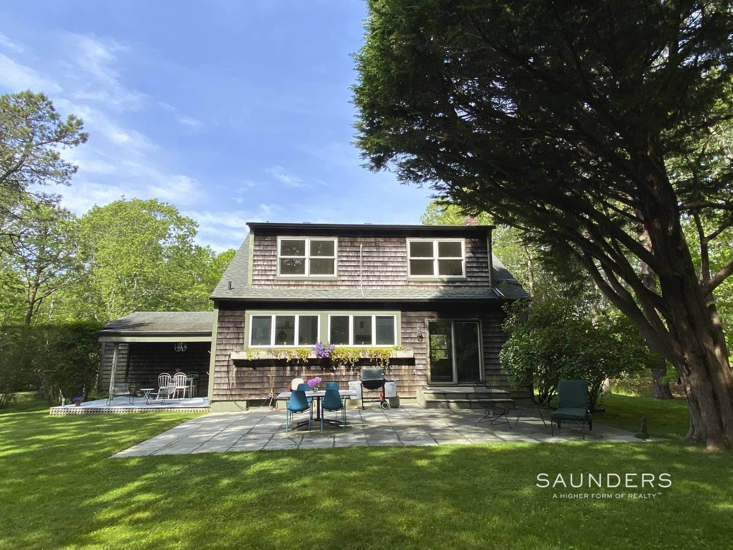 4. Single Family Homes at Renovated Charmer Wainscott, East Hampton Town, NY 11975