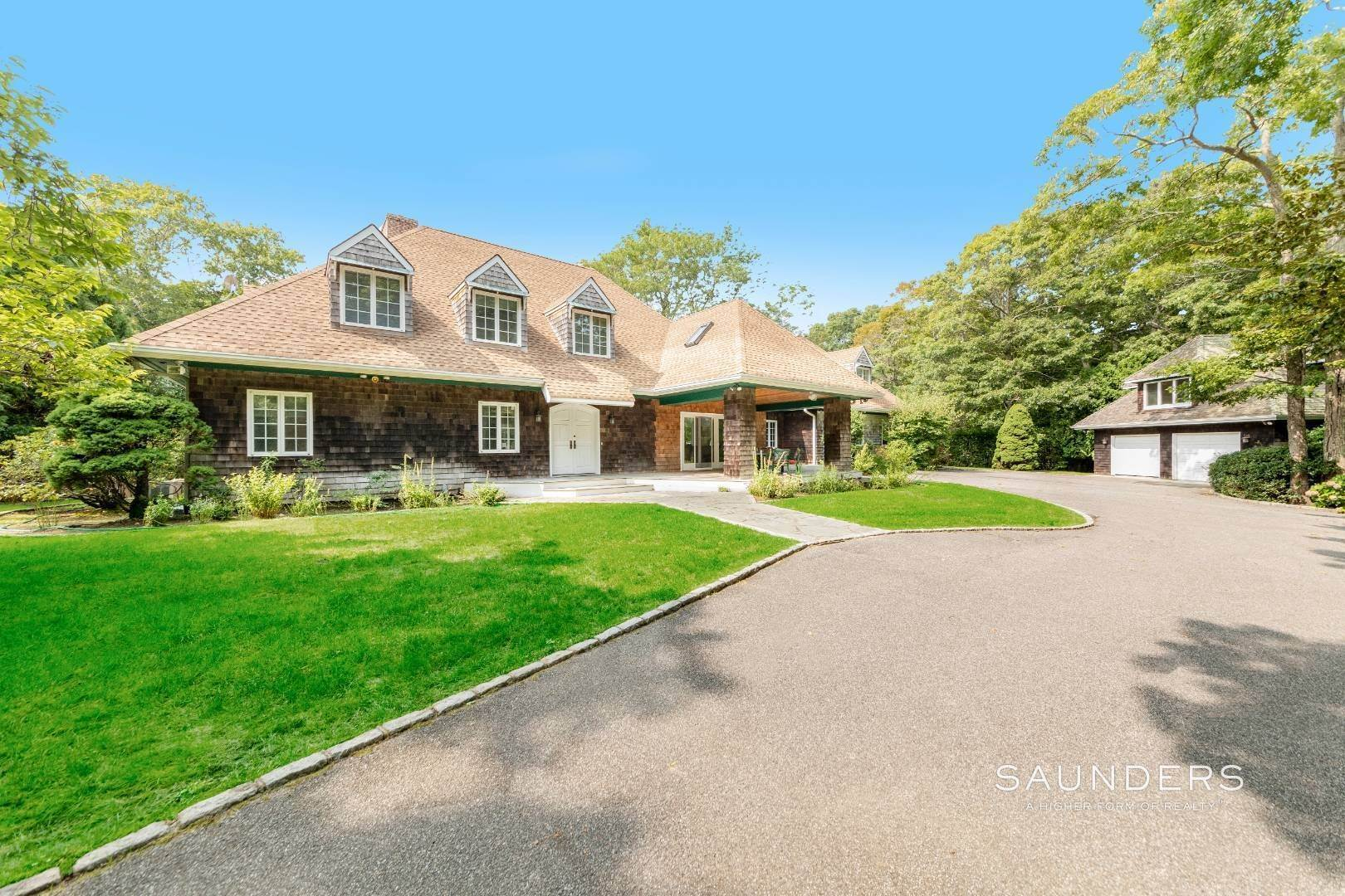 Single Family Homes for Sale at Significant Amagansett Estate 51 Timber Trail, Amagansett, East Hampton Town, NY 11930