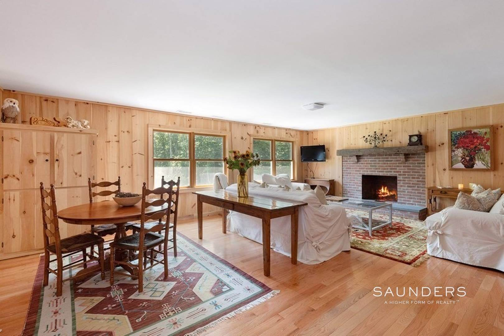 10. Single Family Homes at New And Bright Summer Home Southampton, Southampton Town, NY 11968