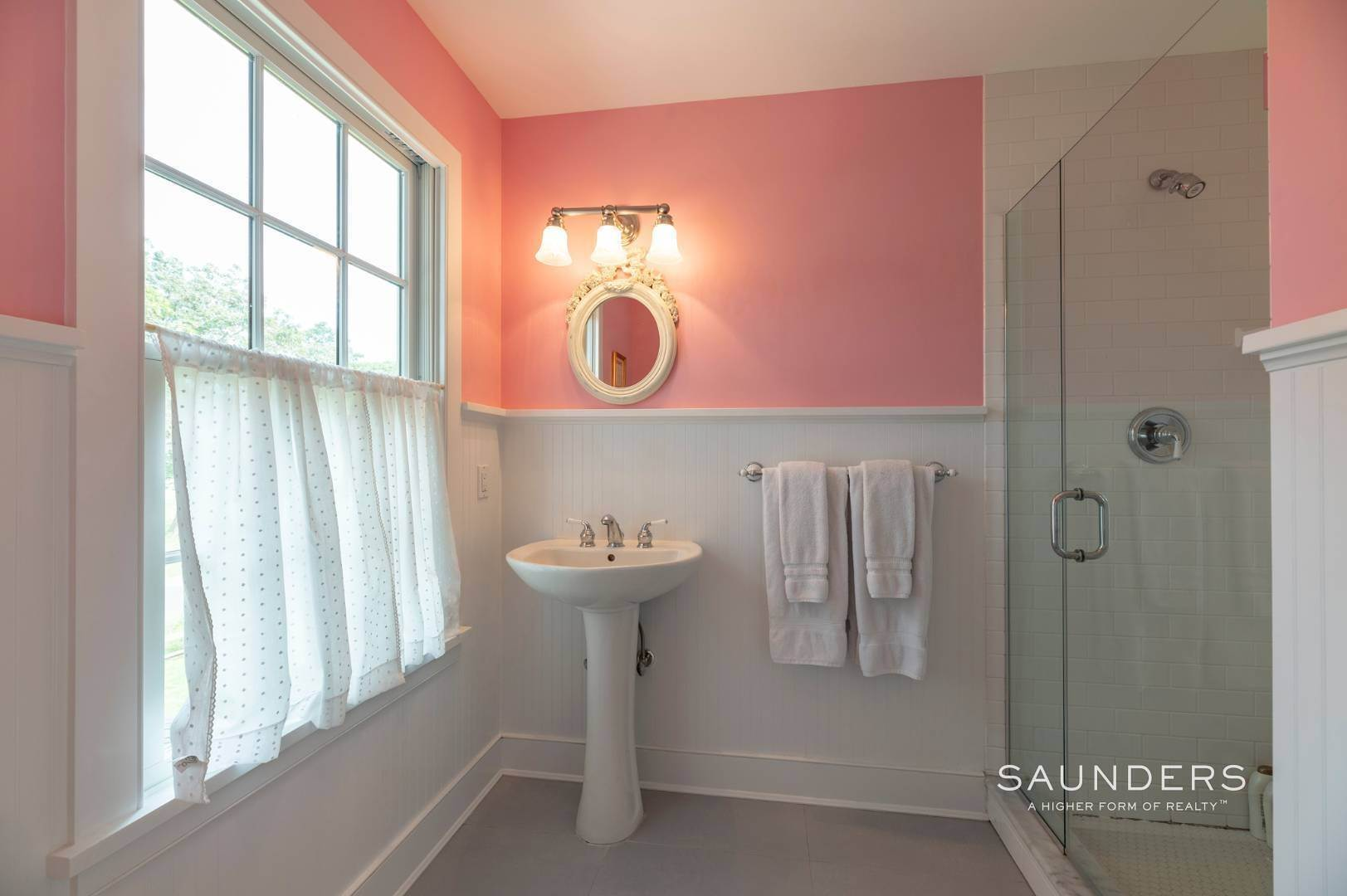 16. Single Family Homes for Sale at East Hampton Village Traditional South Of The Highway 21 Buckskill Road, East Hampton, East Hampton Town, NY 11937