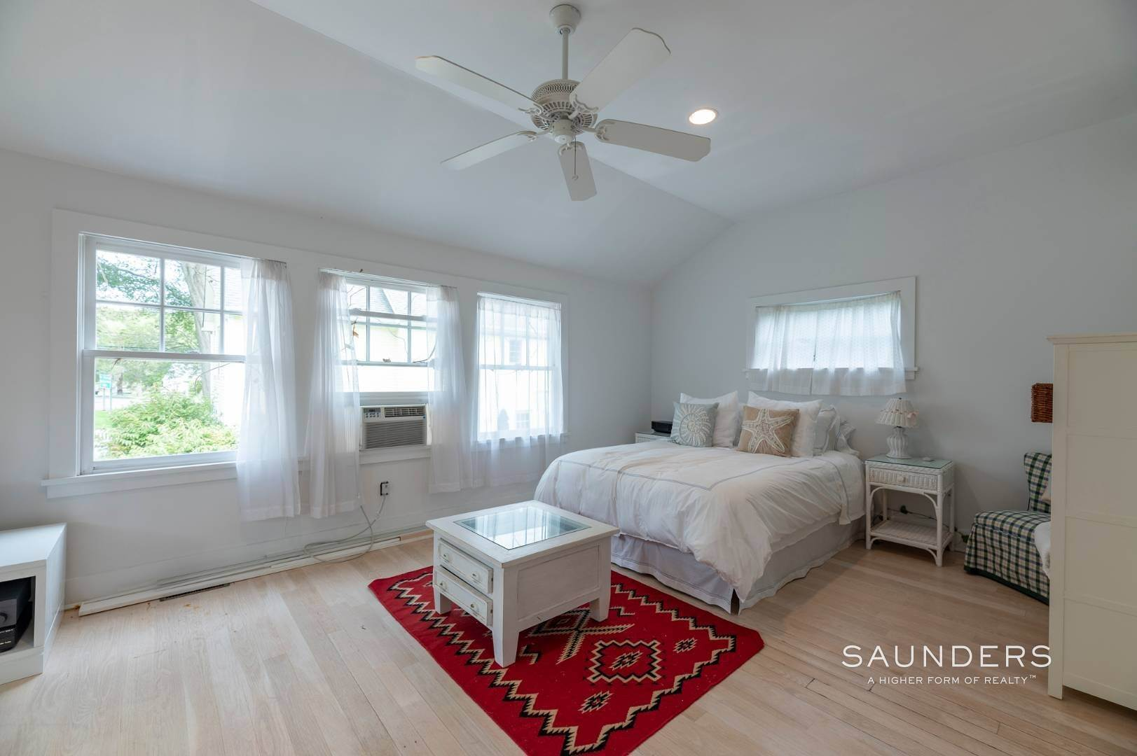 20. Single Family Homes for Sale at East Hampton Village Traditional South Of The Highway 21 Buckskill Road, East Hampton, East Hampton Town, NY 11937