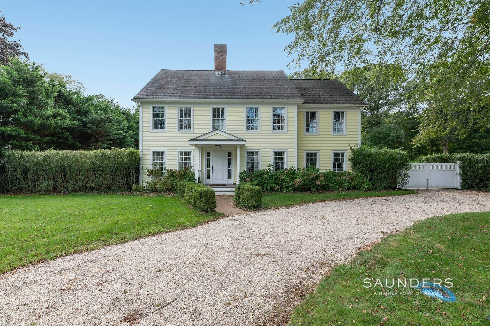 23. Single Family Homes for Sale at East Hampton Village Traditional South Of The Highway 21 Buckskill Road, East Hampton, East Hampton Town, NY 11937