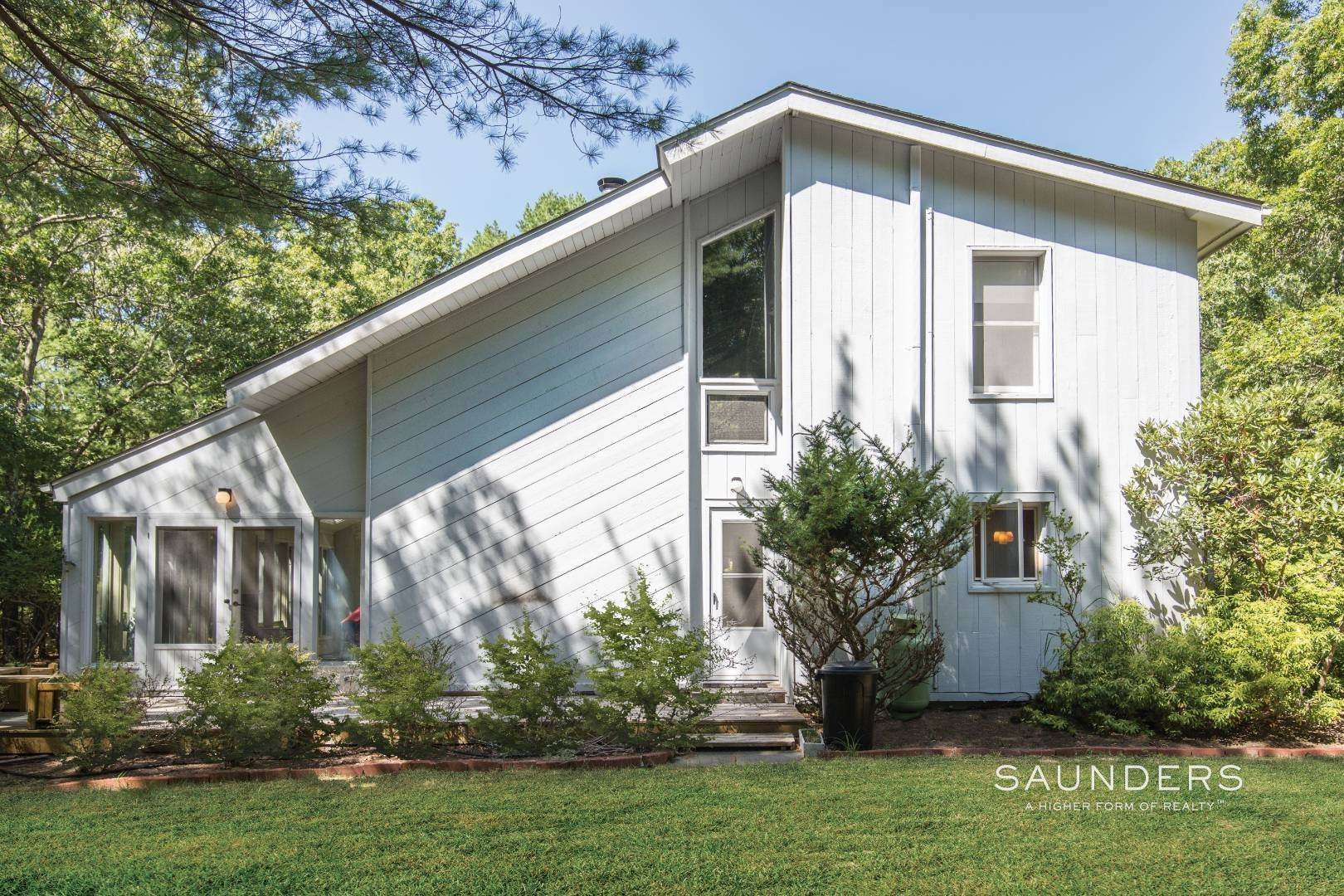 Single Family Homes for Sale at Bull Path Opportunity 112 Bull Path, East Hampton, East Hampton Town, NY 11937