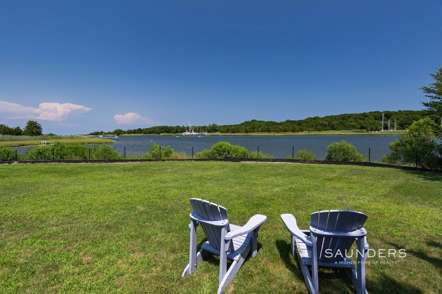17. Single Family Homes at Glorious East Hampton Waterfront Home Rental 5 South Pond Road, East Hampton, East Hampton Town, NY 11937