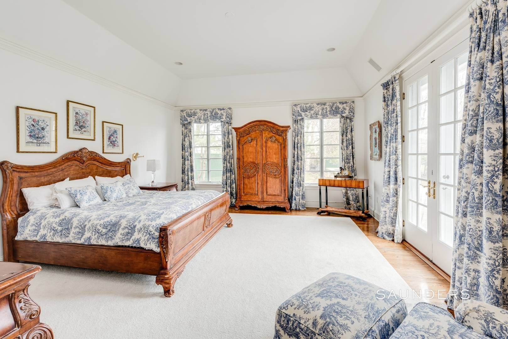 14. Single Family Homes for Sale at French Masterpiece On Hither Lane East Hampton, East Hampton Town, NY 11937