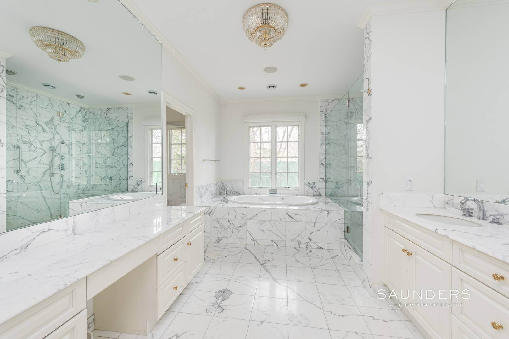 16. Single Family Homes for Sale at French Masterpiece On Hither Lane East Hampton, East Hampton Town, NY 11937