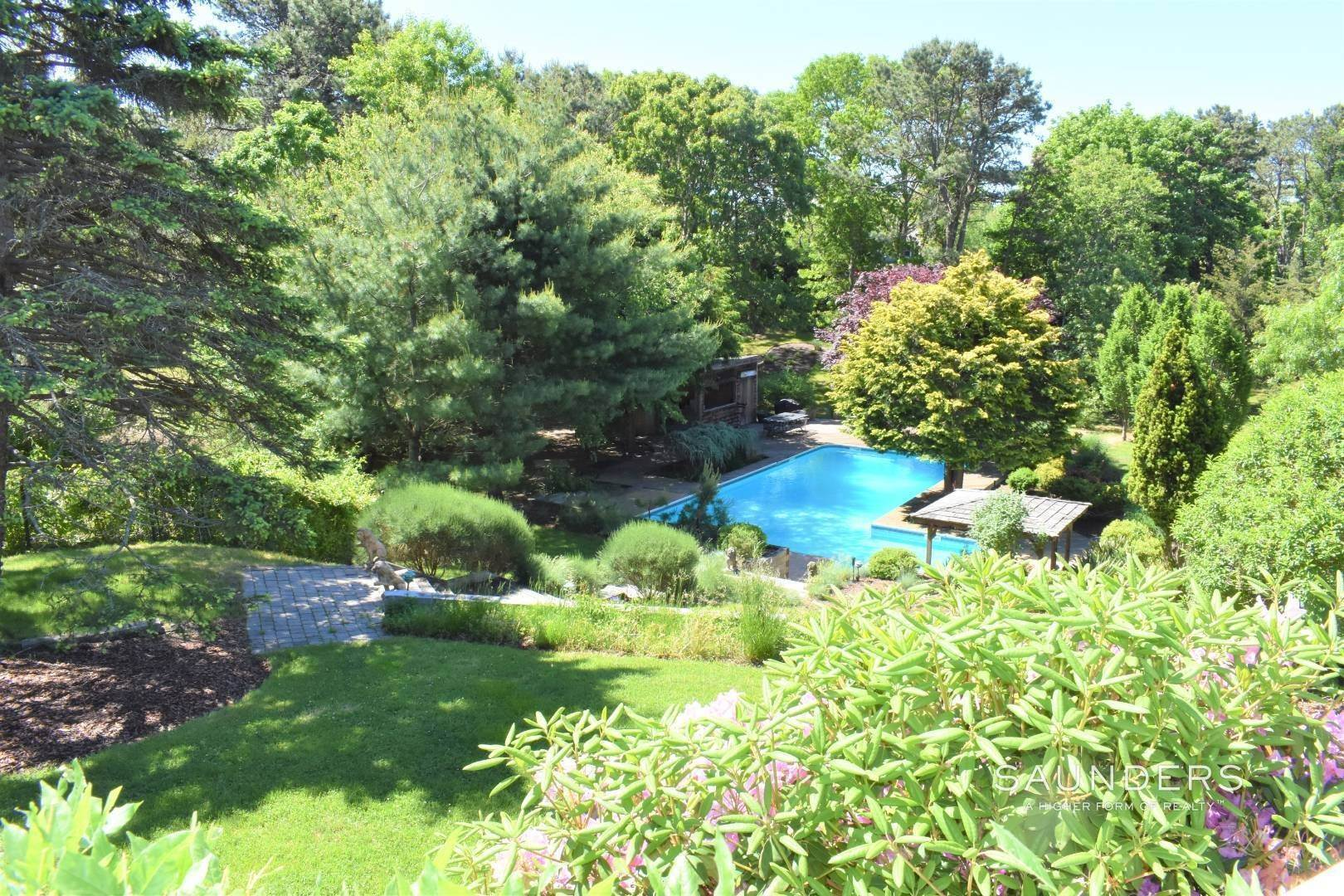 26. Single Family Homes for Sale at Southampton Hamptons Retreat With Heated Pool Southampton, Southampton Town, NY 11968