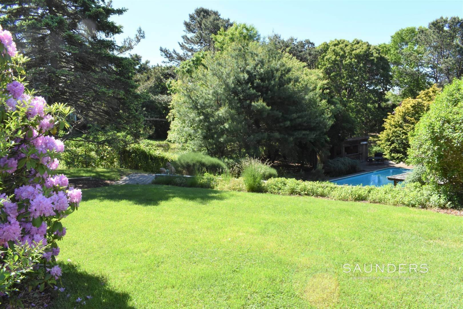 27. Single Family Homes for Sale at Southampton Hamptons Retreat With Heated Pool Southampton, Southampton Town, NY 11968