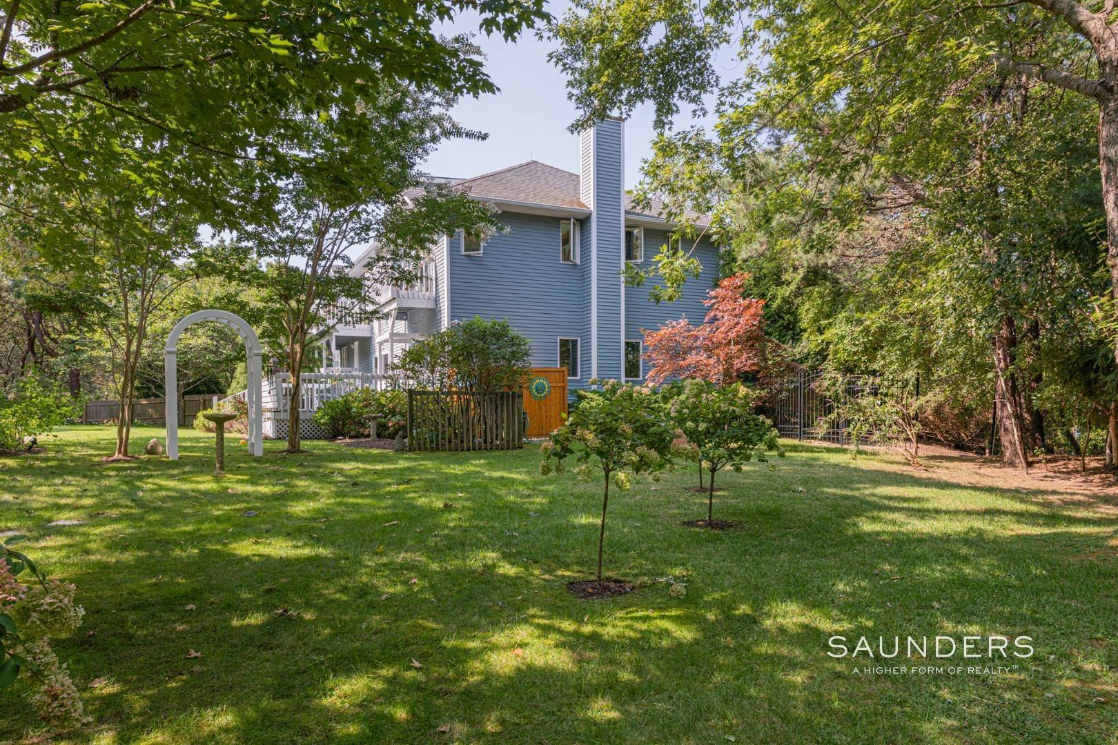28. Single Family Homes for Sale at Convenient In Southampton 56 McGregor Drive, Southampton, Southampton Town, NY 11968