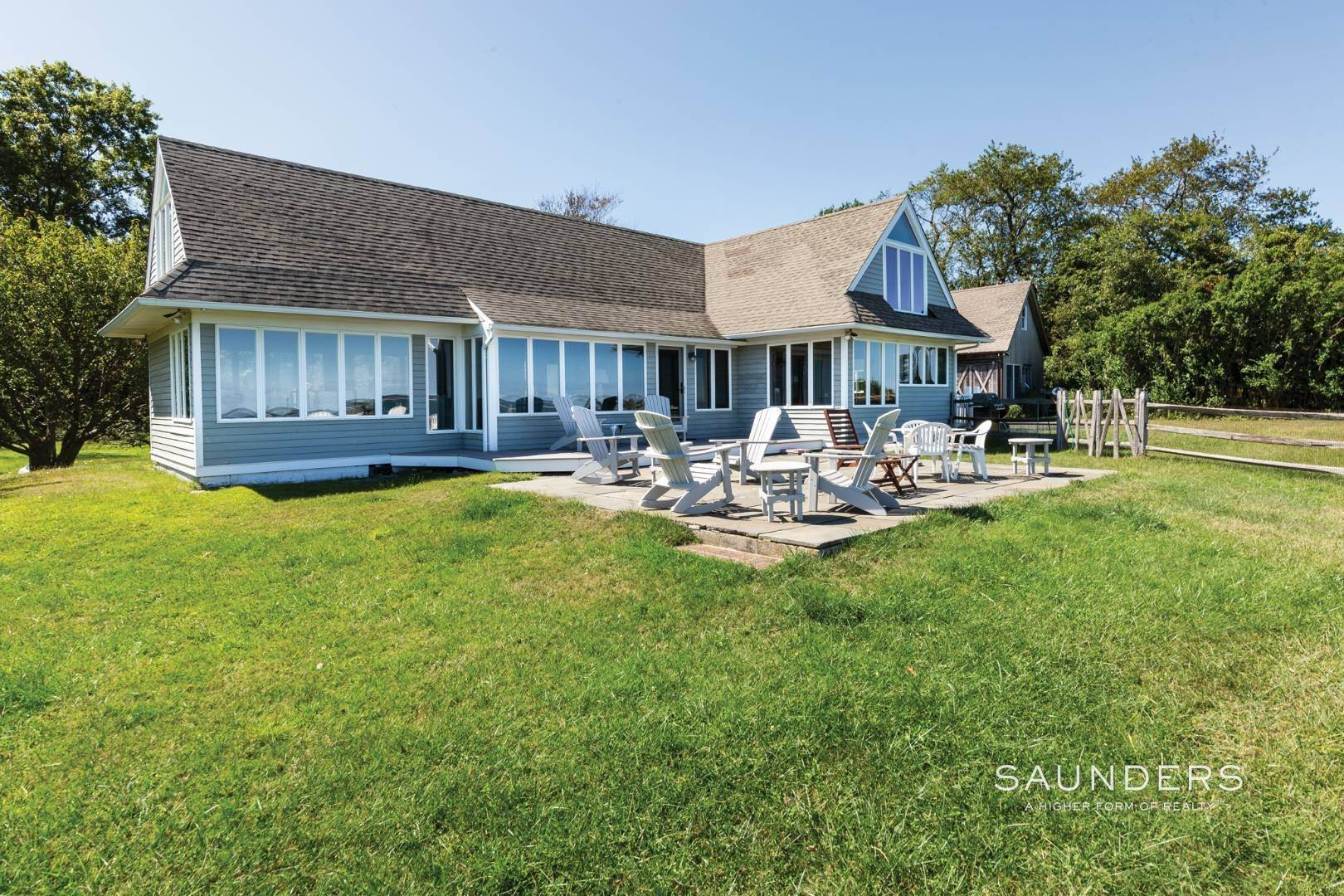 18. Single Family Homes at Stunning Shelter Island Little Ram Waterfront With Pool Shelter Island Heights, Shelter Island, NY 11964