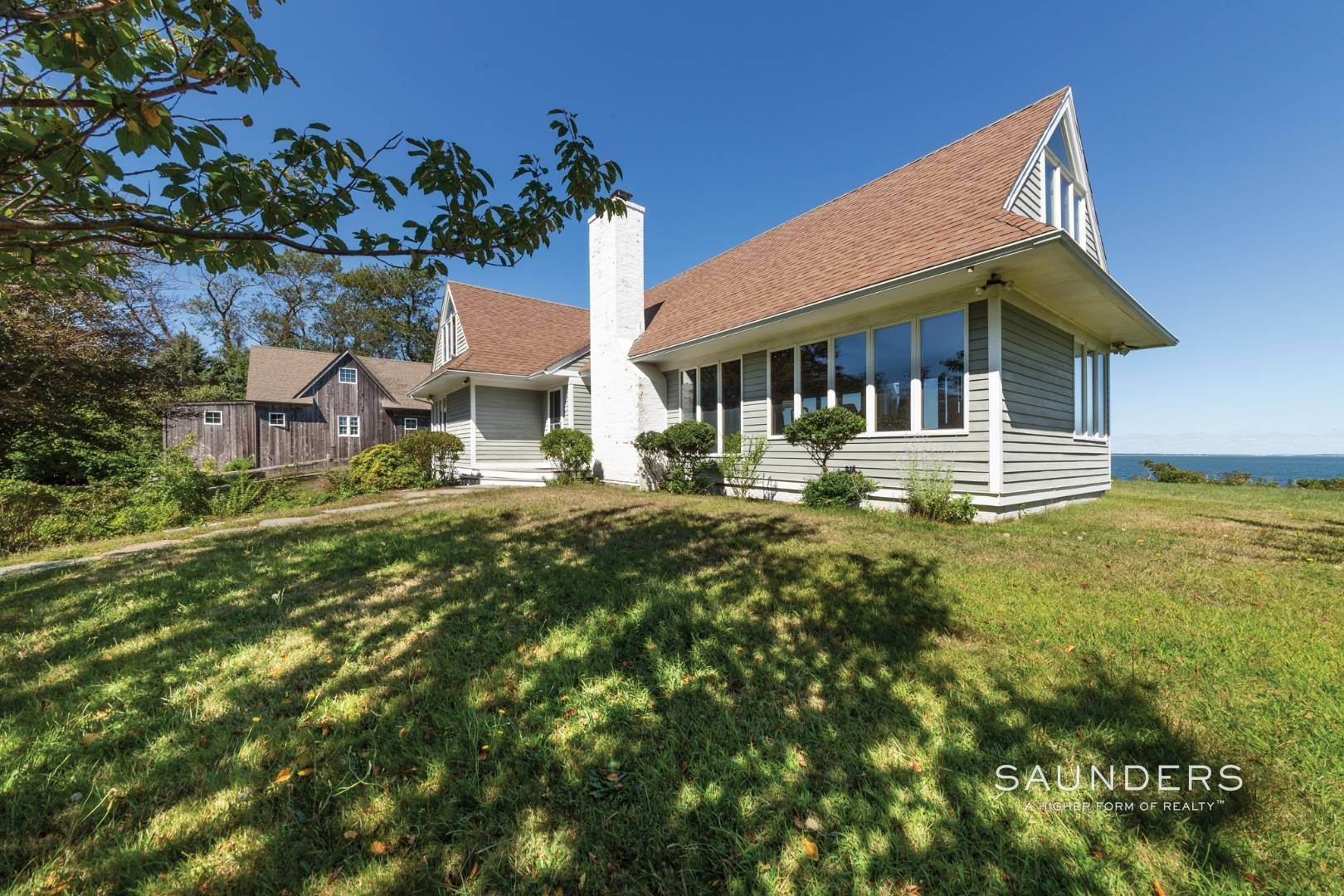 21. Single Family Homes at Stunning Shelter Island Little Ram Waterfront With Pool Shelter Island Heights, Shelter Island, NY 11964