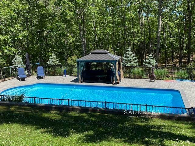 5. Single Family Homes for Sale at Shelter Island Tranquil Traditional With Pool Near Beach 25 Lakeview Drive, Shelter Island, NY 11964