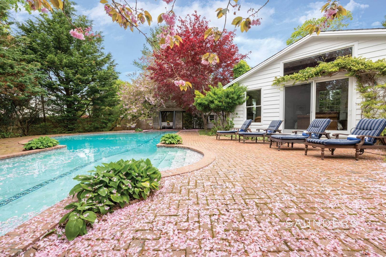 23. Single Family Homes at Lee Avenue Elegance Southampton, Southampton Town, NY 11968