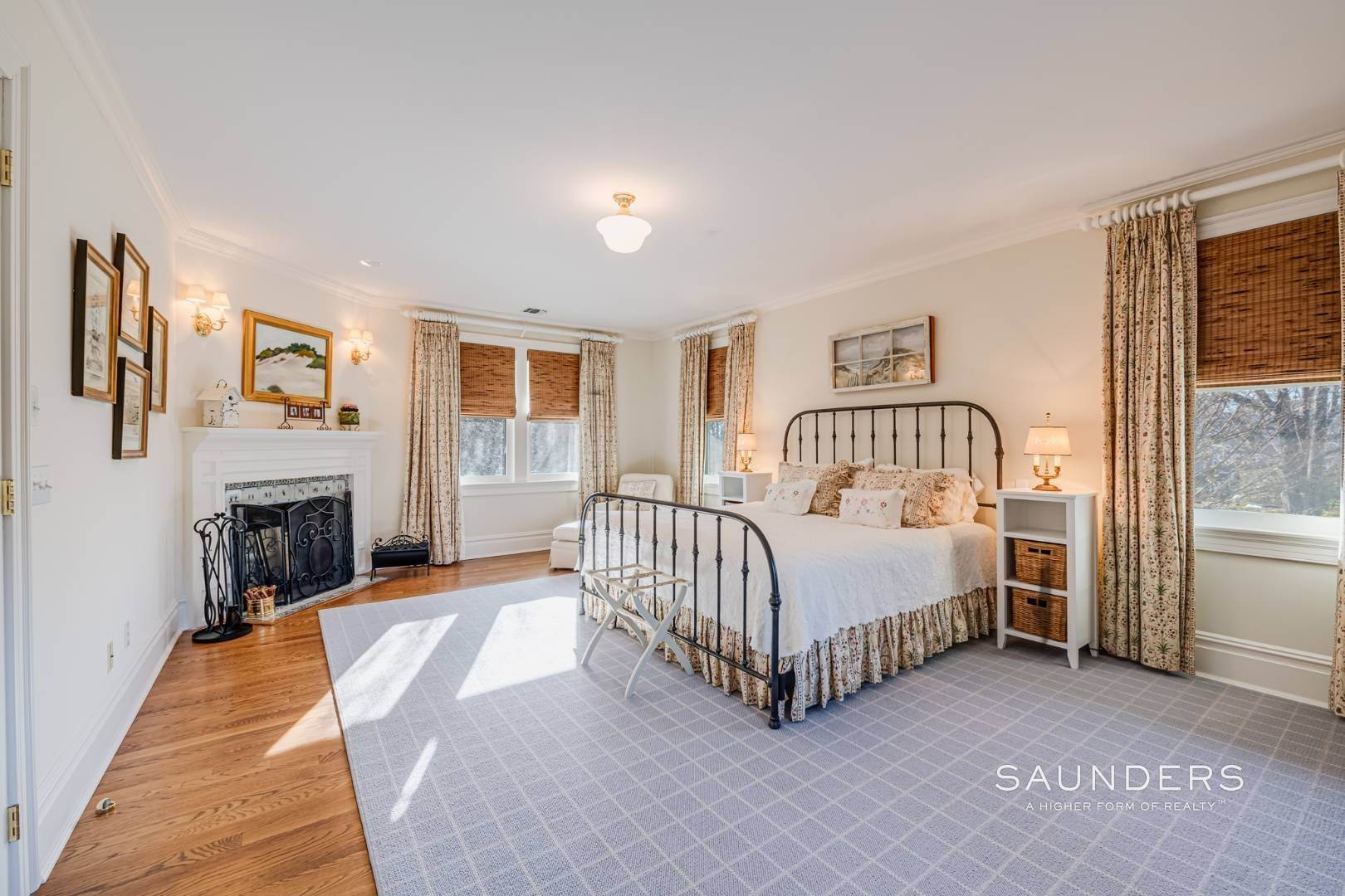 19. Single Family Homes at Luxury In Southampton's Estate Section Southampton, Southampton Town, NY 11968