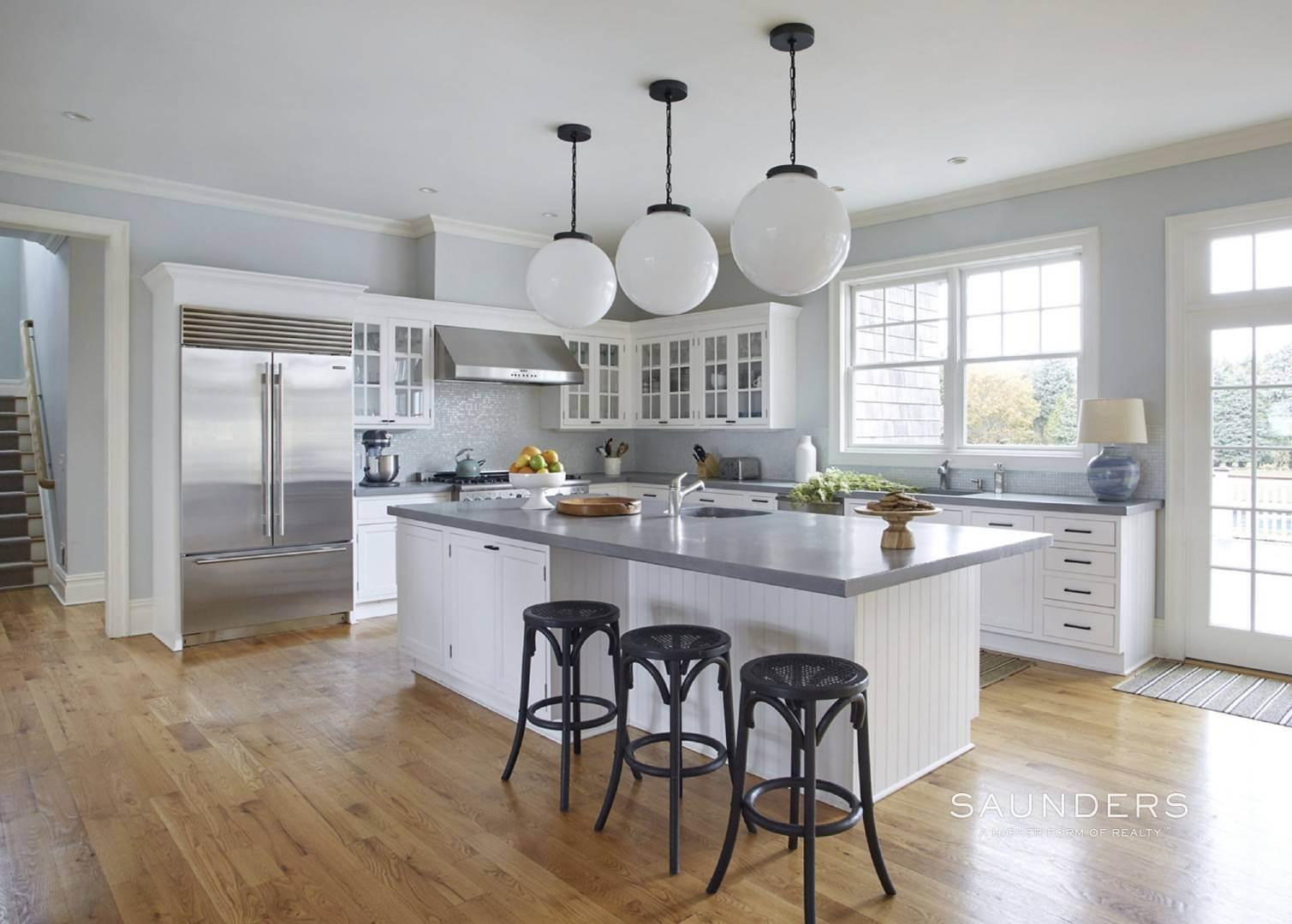7. Single Family Homes for Sale at Southampton Village Elegance And Grace 3 Halsey Path, Southampton, Southampton Town, NY 11968