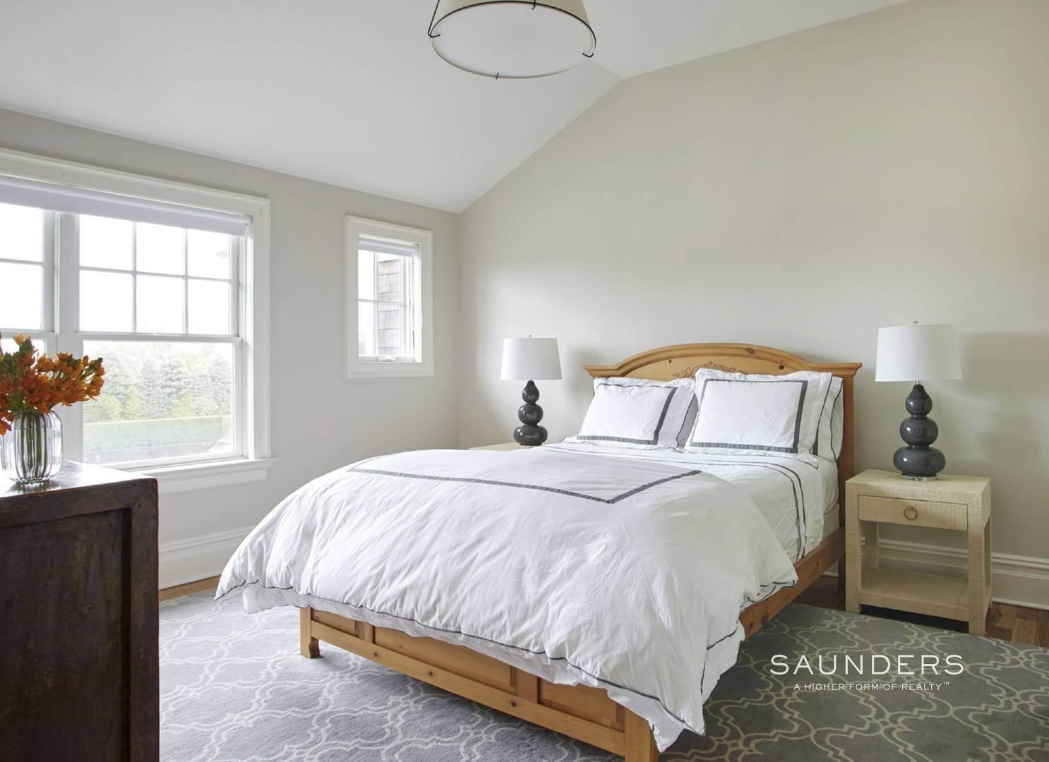 16. Single Family Homes for Sale at Southampton Village Elegance And Grace 3 Halsey Path, Southampton, Southampton Town, NY 11968