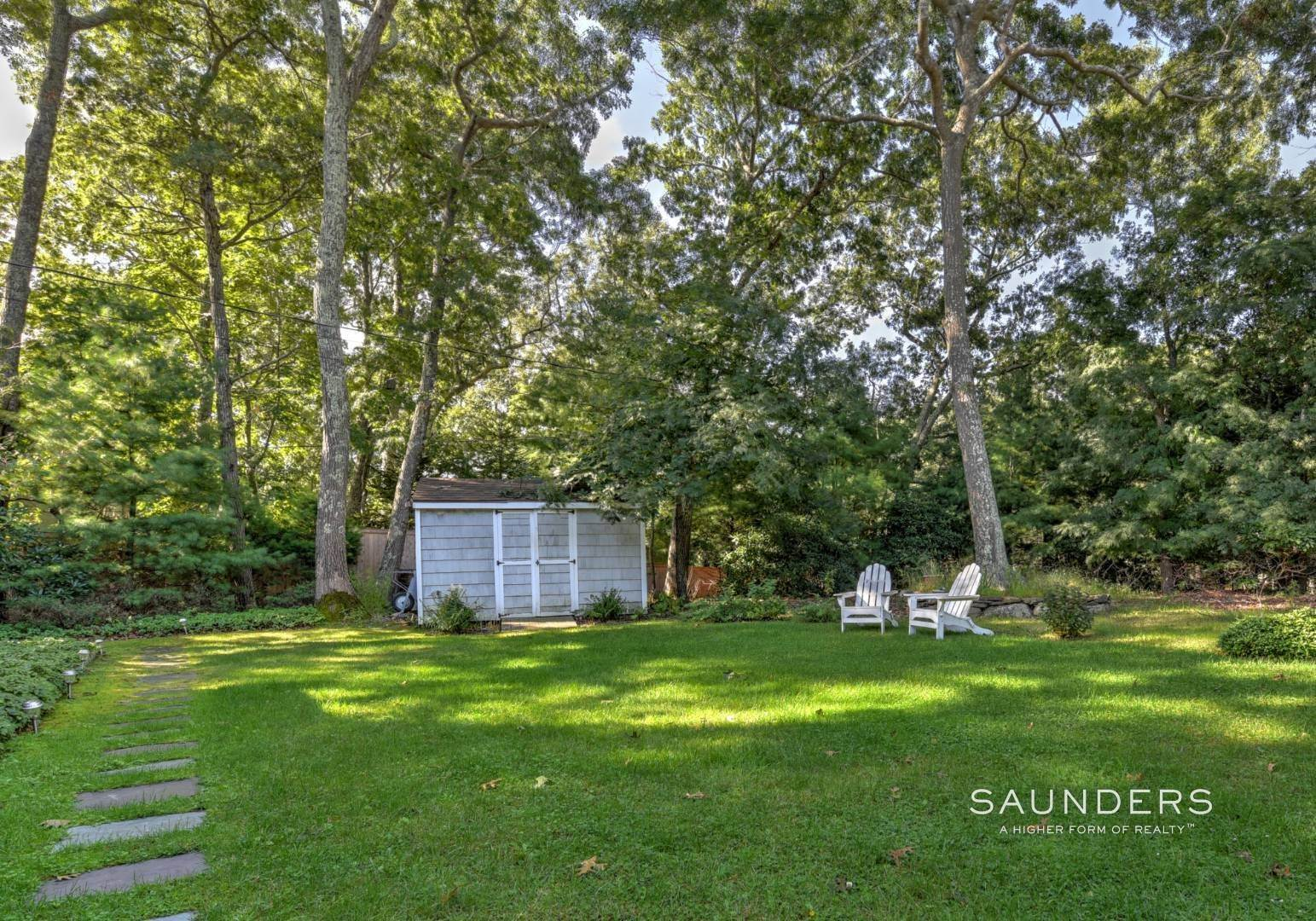 19. Single Family Homes at Beautiful And Private In East Hampton East Hampton, East Hampton Town, NY 11937