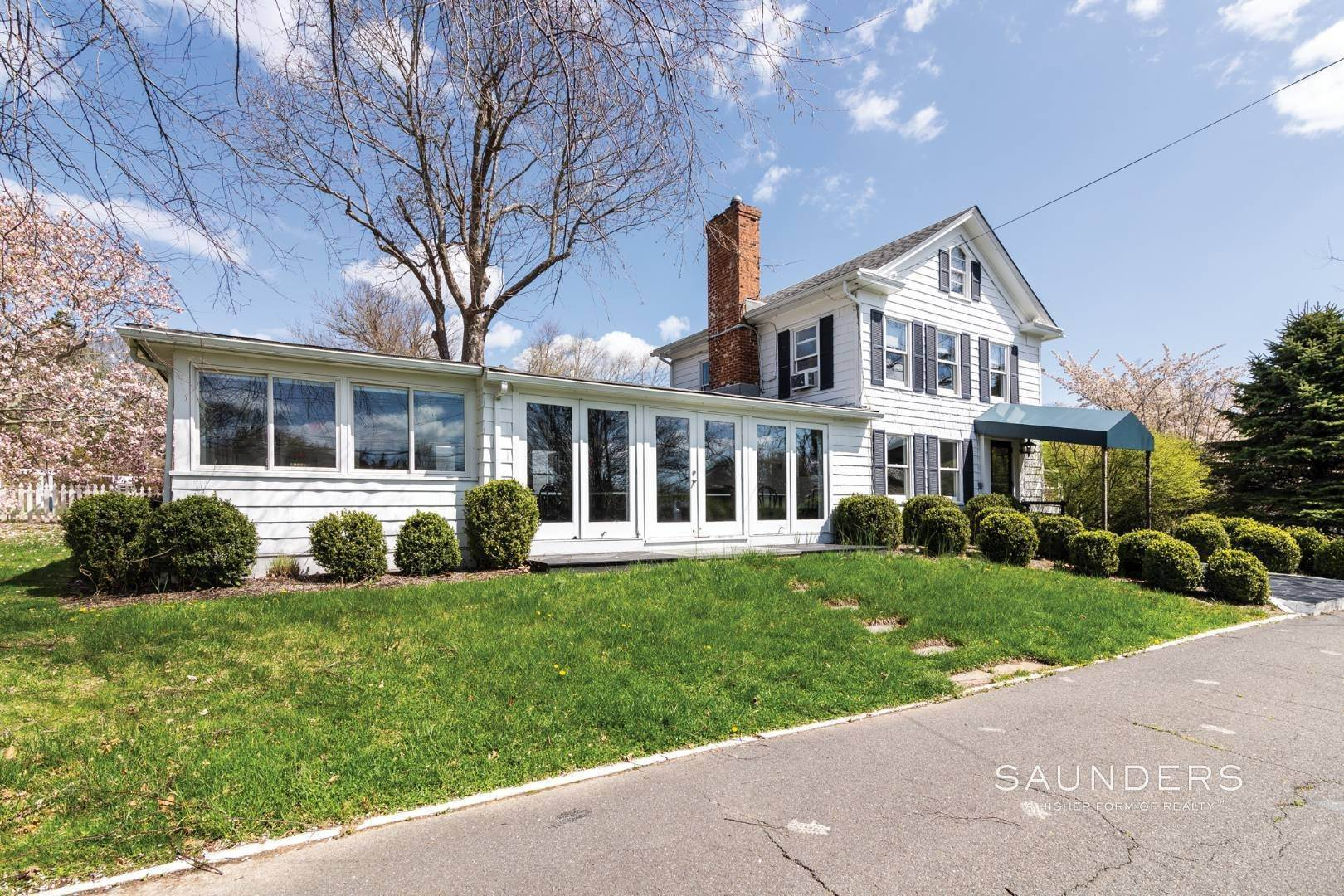 2. Commercial for Sale at East Hampton - Restaurant And Barn East Hampton, East Hampton Town, NY 11937