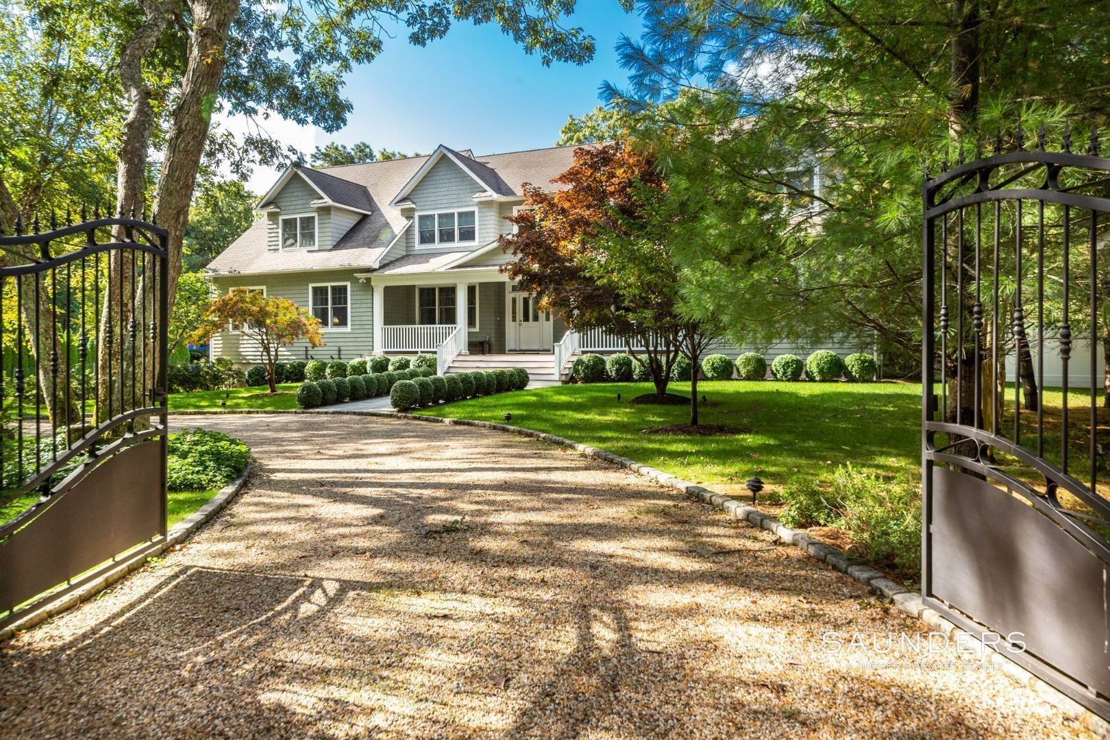 1. Single Family Homes at Perfect Summer Getaway East Hampton, East Hampton Town, NY 11937
