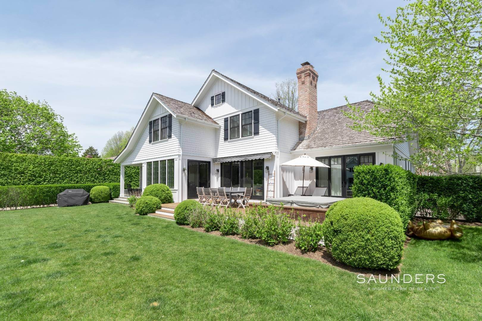 27. Single Family Homes at Village Perfection 63 Meadow Way, East Hampton, East Hampton Town, NY 11937