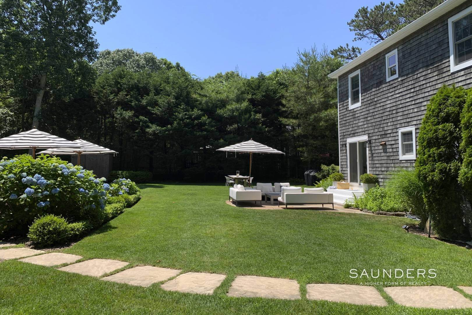 2. Single Family Homes at Designer Renovated In Springs East Hampton, East Hampton Town, NY 11937