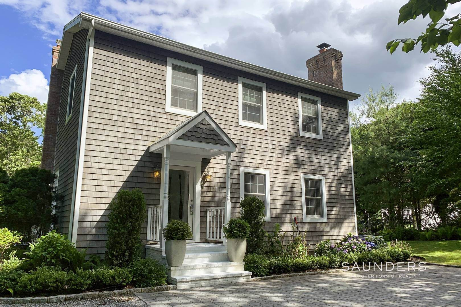 5. Single Family Homes at Designer Renovated In Springs East Hampton, East Hampton Town, NY 11937
