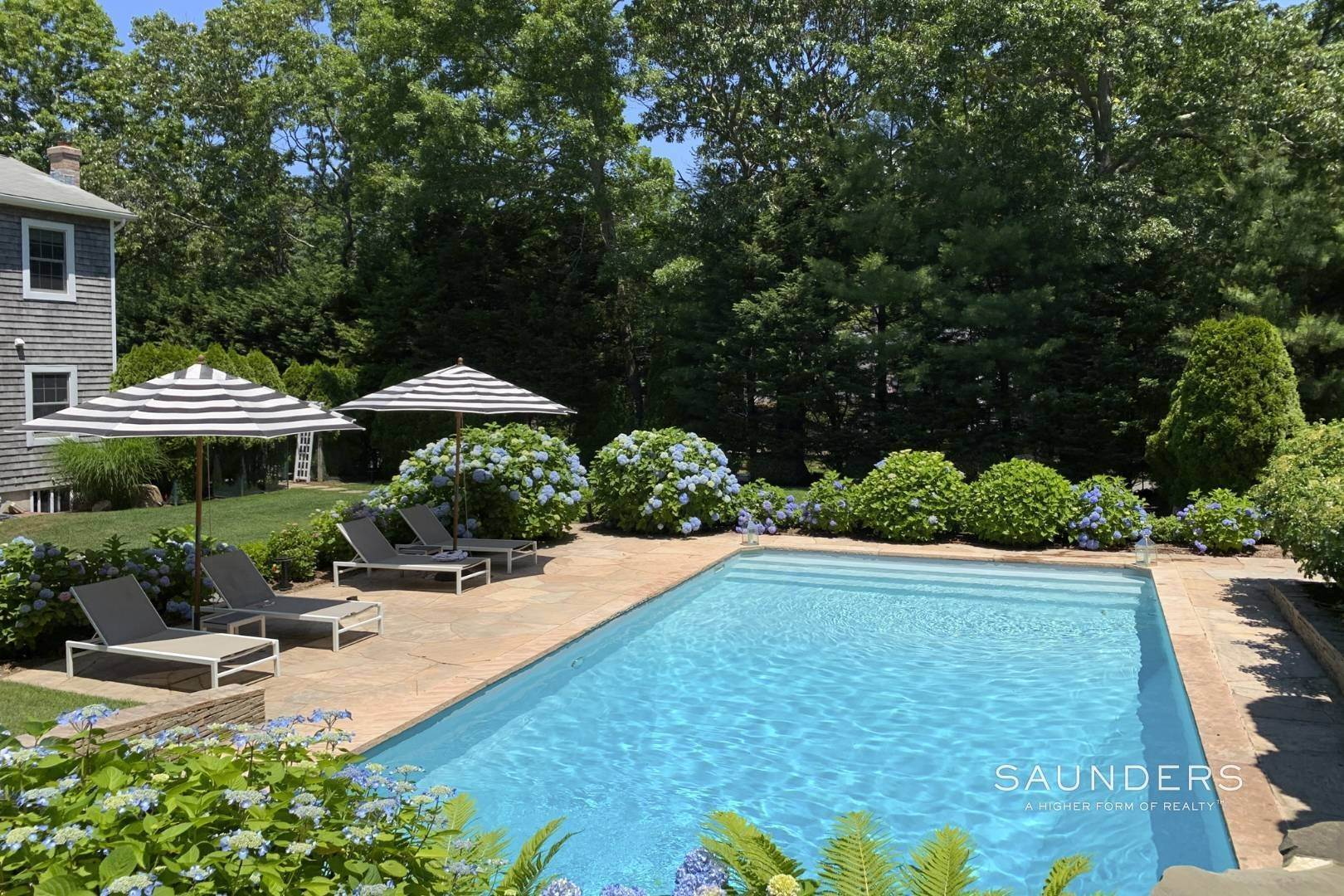 21. Single Family Homes at Designer Renovated In Springs East Hampton, East Hampton Town, NY 11937