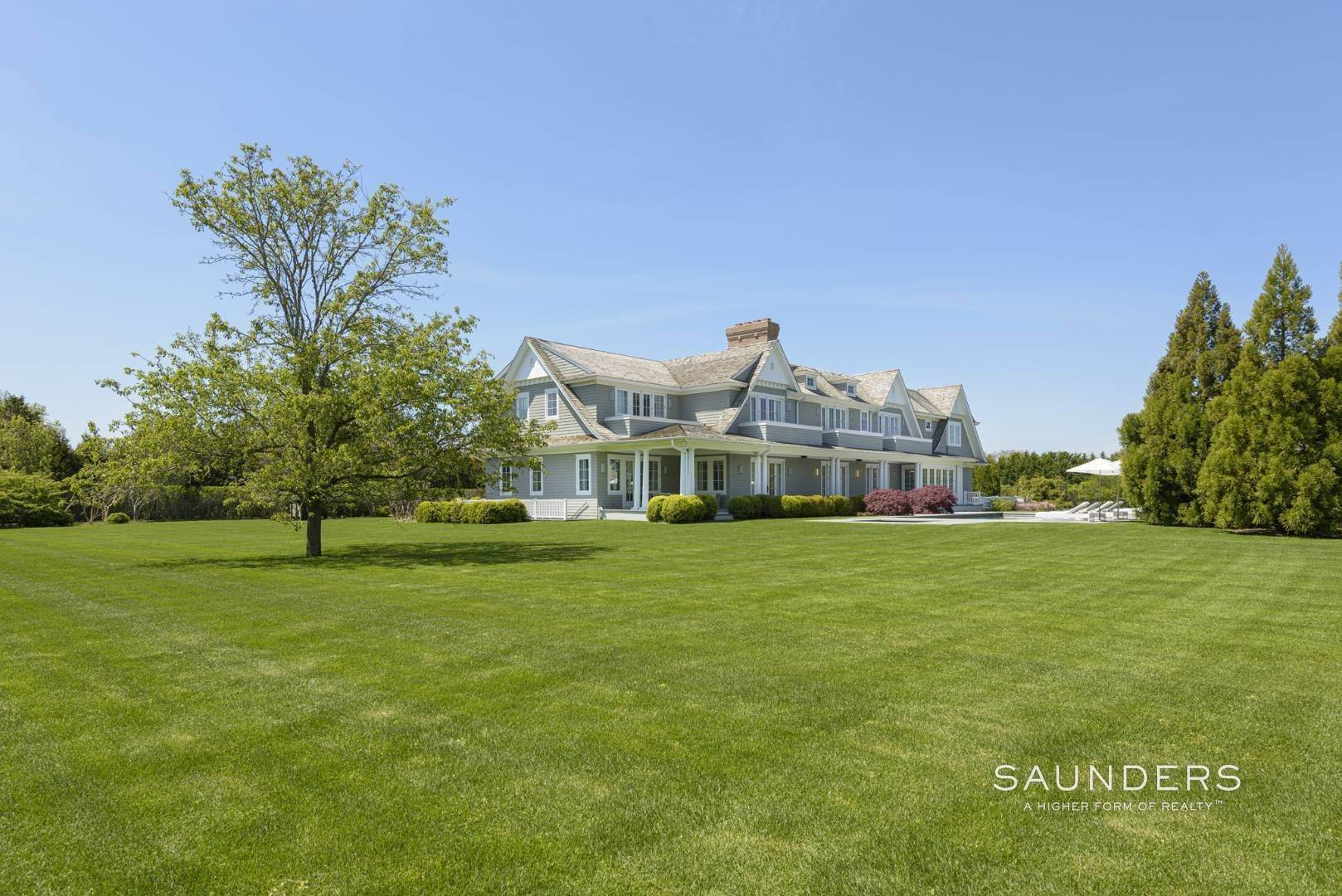25. Single Family Homes at Bridgehampton South Estate 104 Halsey Lane, Bridgehampton, Southampton Town, NY 11932
