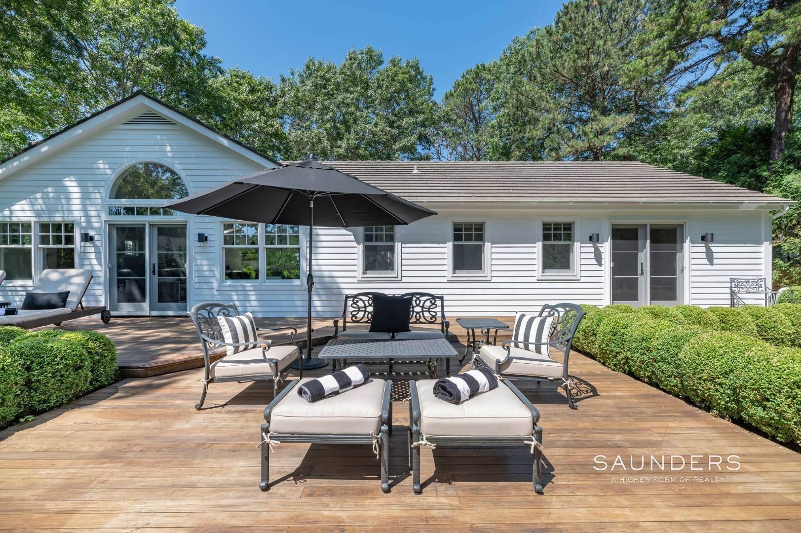 17. Single Family Homes for Sale at Modern Charm In Wainscott 32 East Gate Road, Wainscott, East Hampton Town, NY 11975