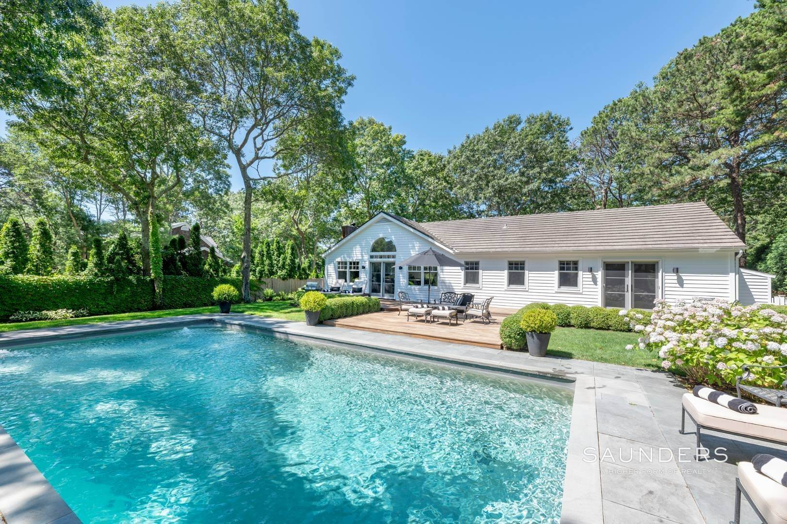18. Single Family Homes for Sale at Modern Charm In Wainscott 32 East Gate Road, Wainscott, East Hampton Town, NY 11975