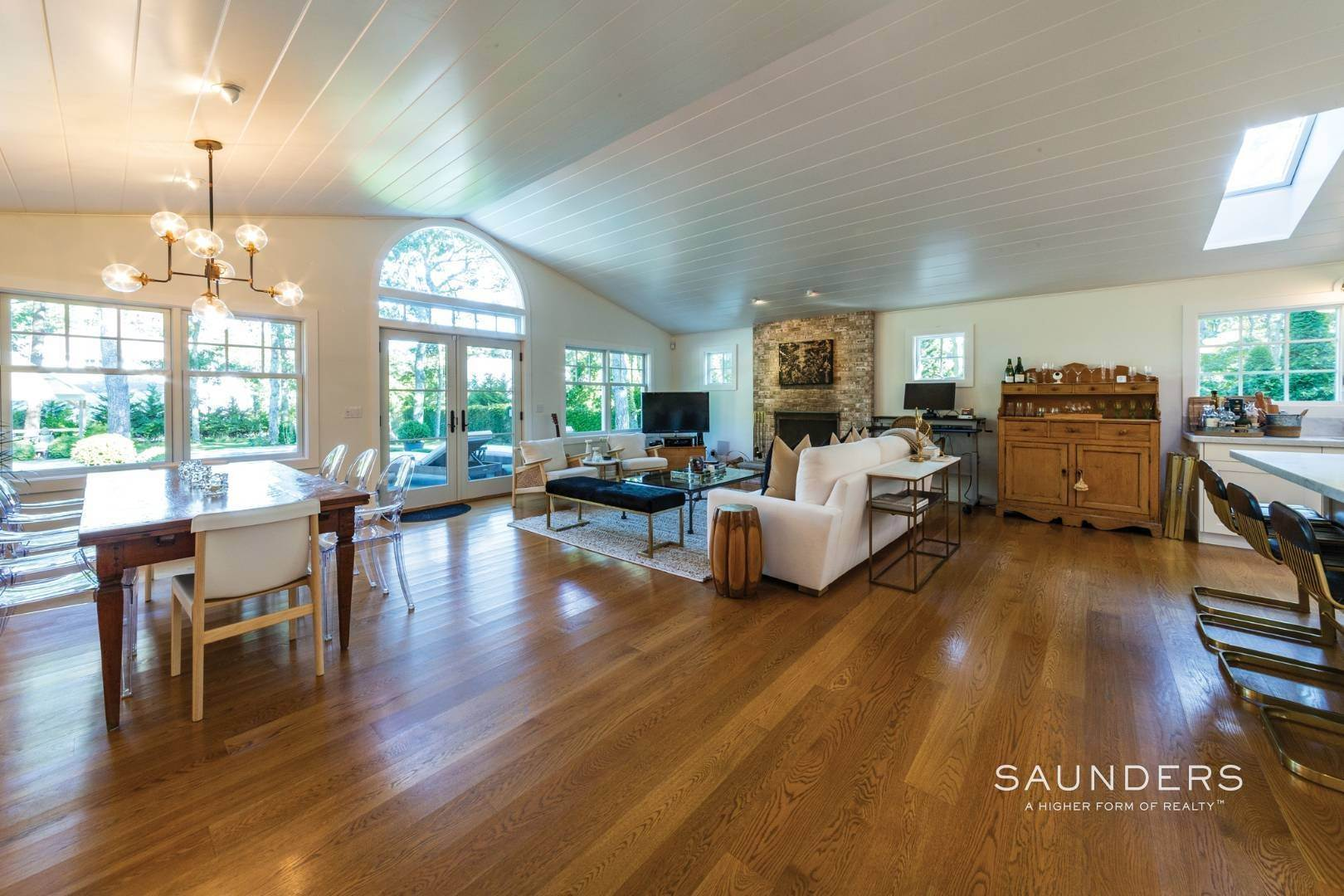 5. Single Family Homes for Sale at Modern Charm In Wainscott 32 East Gate Road, Wainscott, East Hampton Town, NY 11975