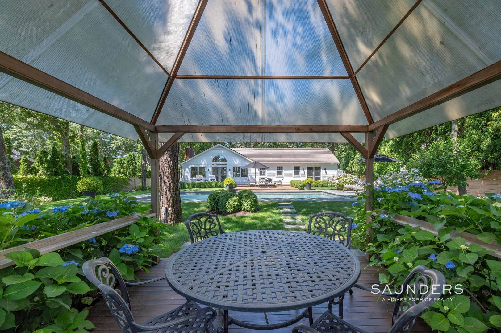 22. Single Family Homes for Sale at Modern Charm In Wainscott 32 East Gate Road, Wainscott, East Hampton Town, NY 11975