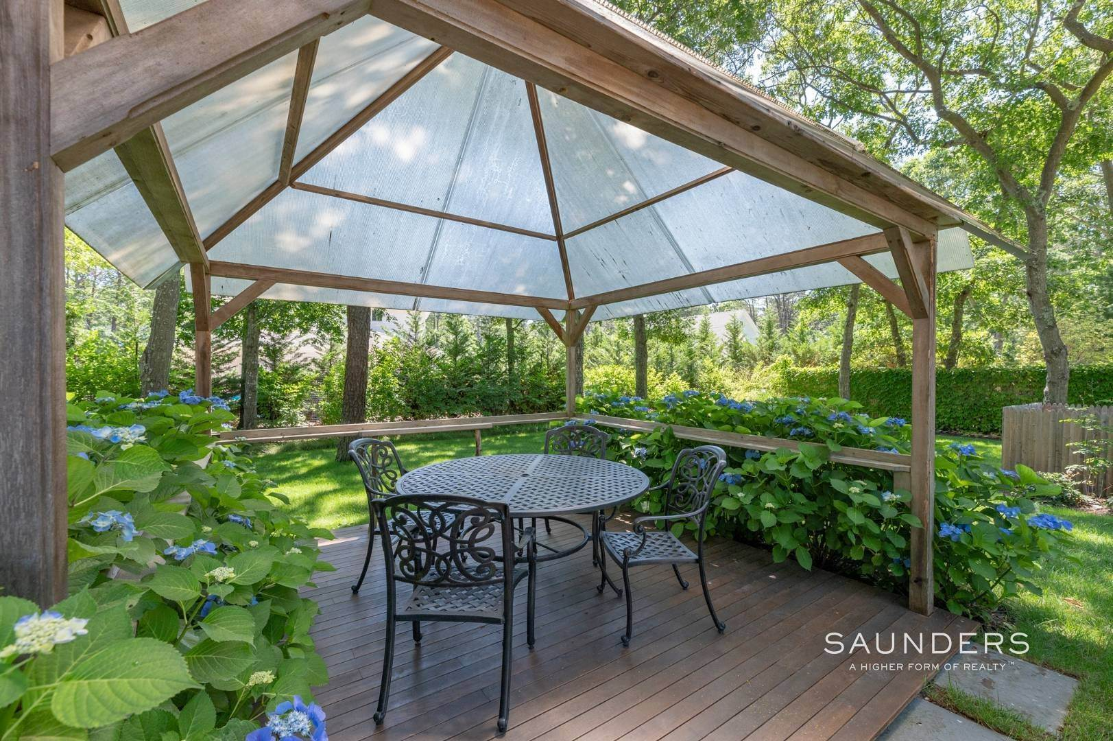21. Single Family Homes for Sale at Modern Charm In Wainscott 32 East Gate Road, Wainscott, East Hampton Town, NY 11975