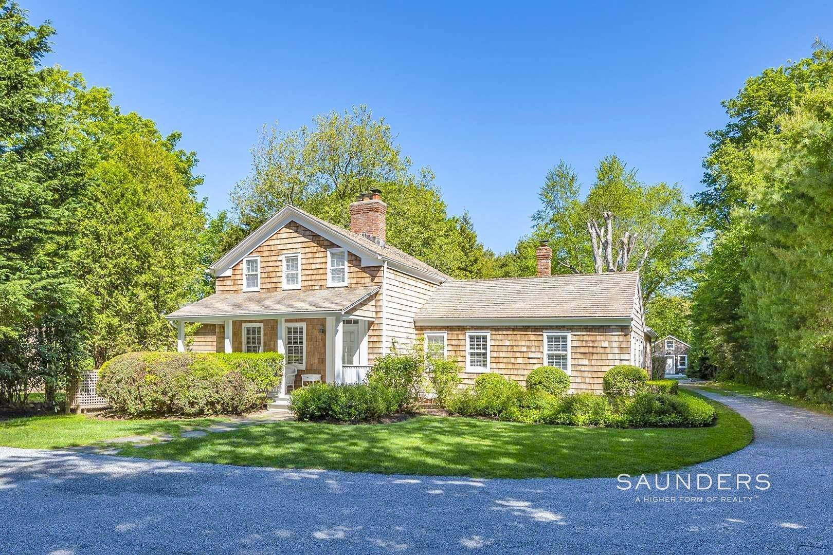 Single Family Homes for Sale at Amagansett Charm And Convenience 75 Montauk Highway, Amagansett, East Hampton Town, NY 11930