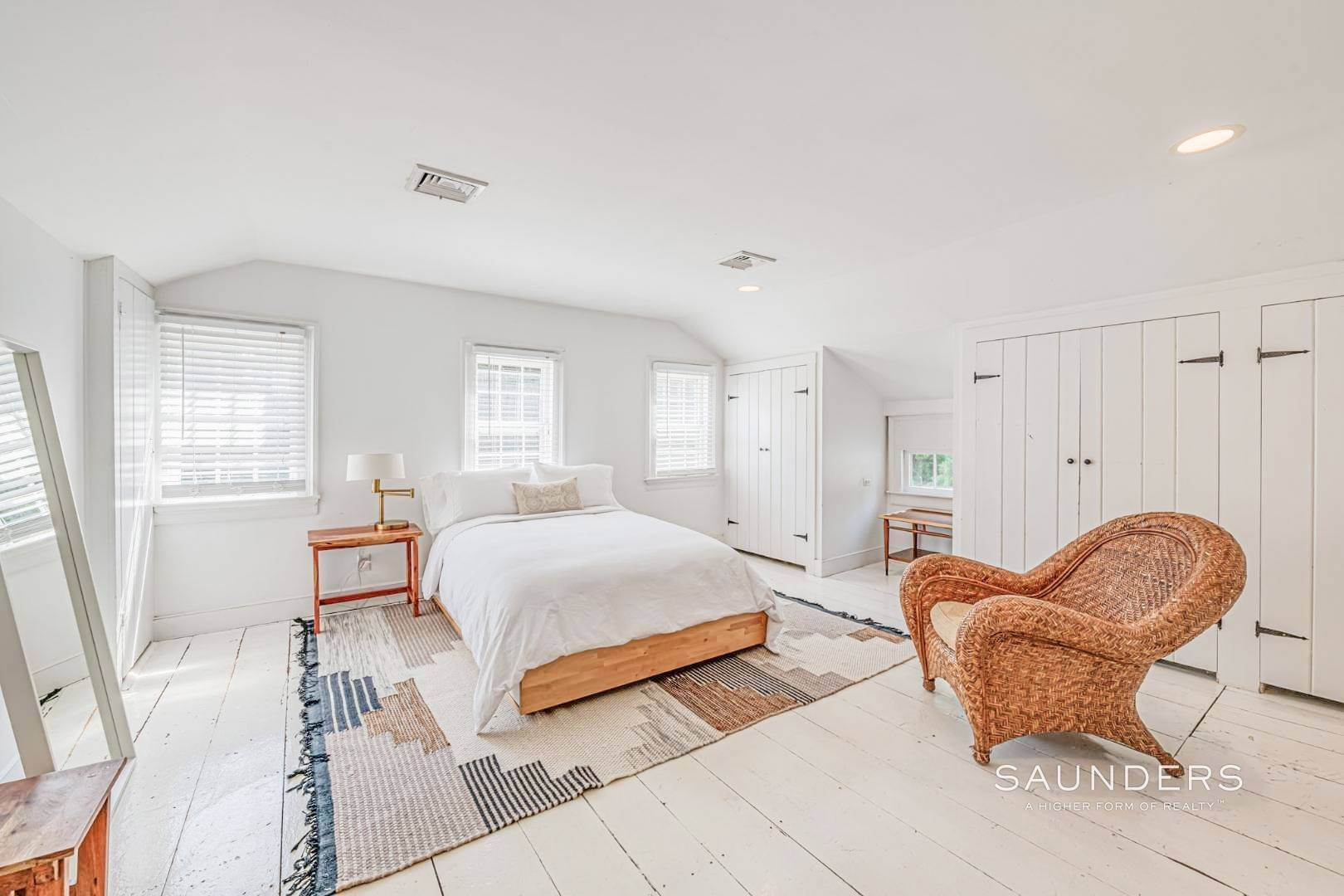19. Single Family Homes for Sale at Amagansett Charm And Convenience 75 Montauk Highway, Amagansett, East Hampton Town, NY 11930