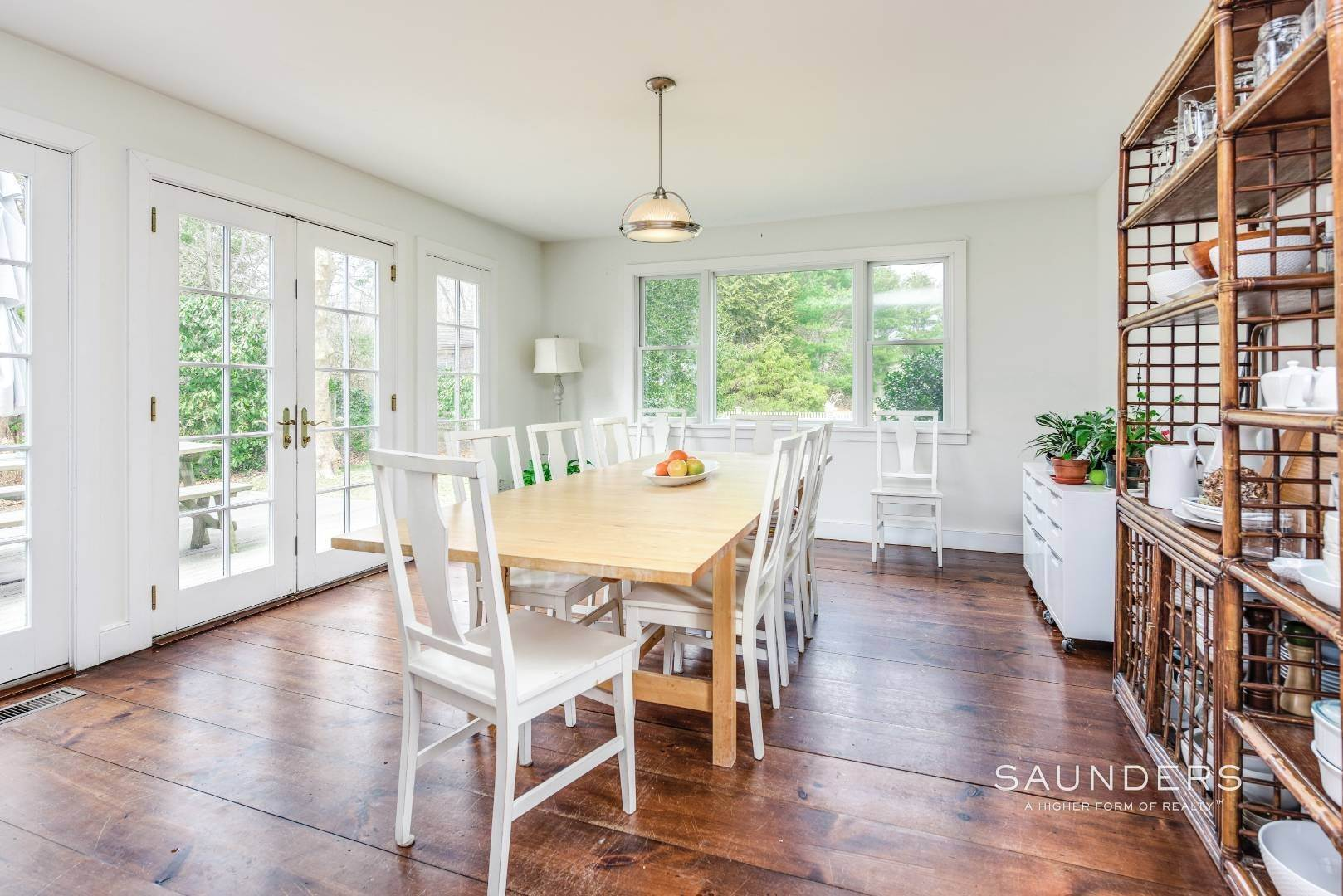 8. Single Family Homes for Sale at Amagansett Charm And Convenience 75 Montauk Highway, Amagansett, East Hampton Town, NY 11930
