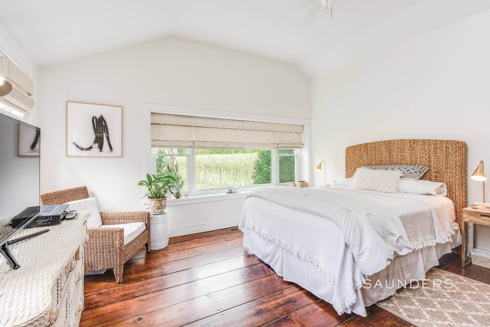 11. Single Family Homes for Sale at Amagansett Charm And Convenience 75 Montauk Highway, Amagansett, East Hampton Town, NY 11930