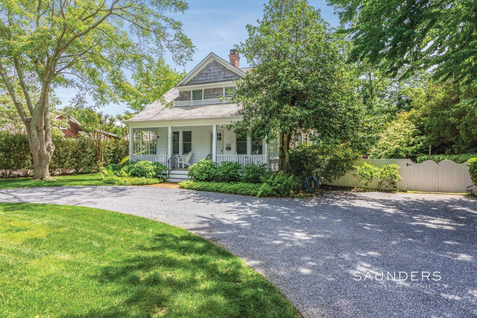 23. Single Family Homes at On A Tree-Lined Street East Hampton, East Hampton Town, NY 11937