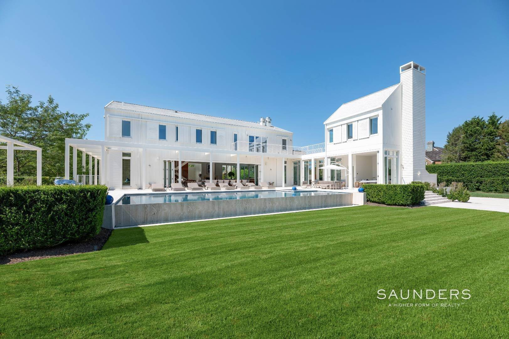 34. Single Family Homes for Sale at Spacious Living And Entertaining At Its Best 90 Pheasant Close East, Southampton, Southampton Town, NY 11968