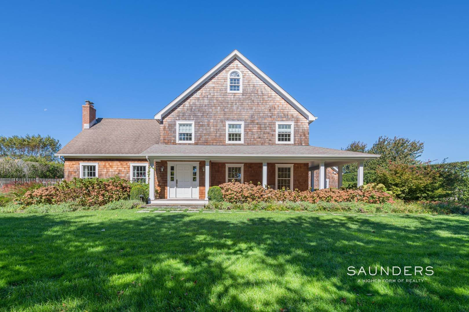 23. Single Family Homes at Exquisite Southampton Near Beach And Village With Pool 20 Mill Farm Lane, Water Mill, Southampton Town, NY 11976