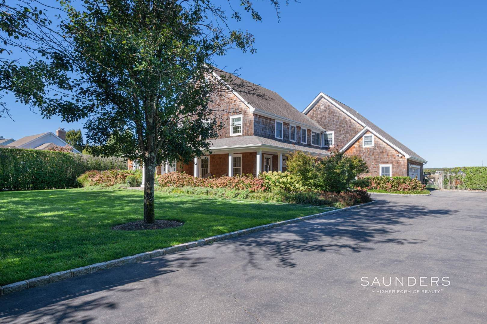 24. Single Family Homes at Exquisite Southampton Near Beach And Village With Pool 20 Mill Farm Lane, Water Mill, Southampton Town, NY 11976