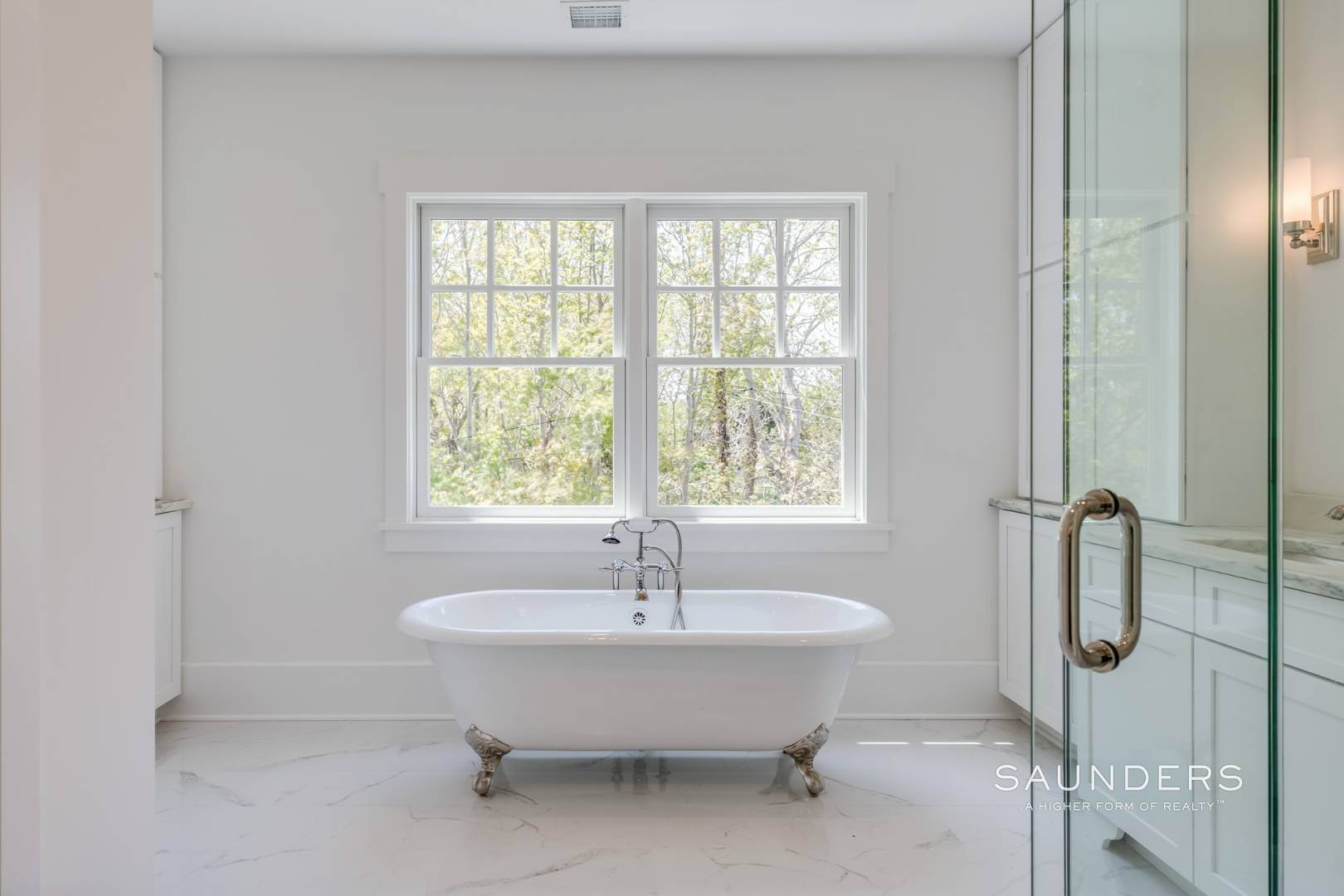 13. Single Family Homes for Sale at Unique In Amagansett - New Construction With A Separate Cottage! 8 Cozzens Lane, Amagansett, East Hampton Town, NY 11930