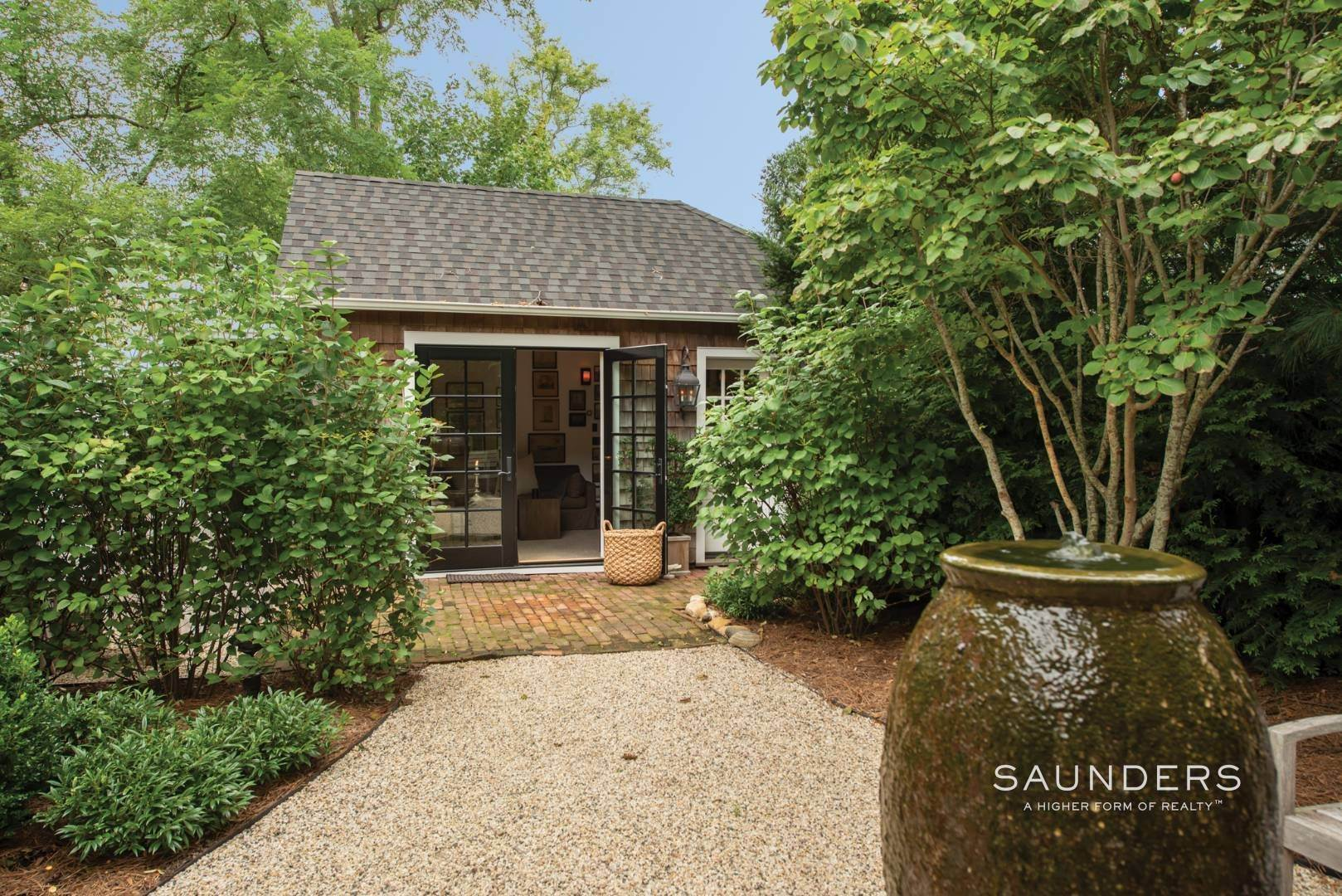 19. Single Family Homes for Sale at Sag Harbor Village Historic Renovation With Pool And Cottage 49 Rysam Street, Sag Harbor, Southampton Town, NY 11963