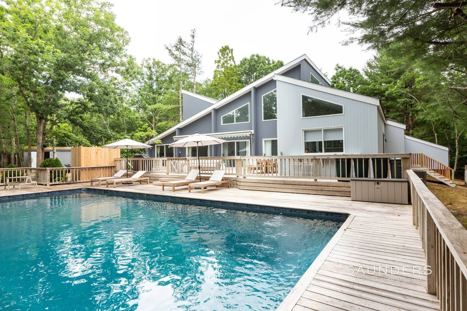 2. Single Family Homes at Private With Pool & Tennis East Hampton, East Hampton Town, NY 11937