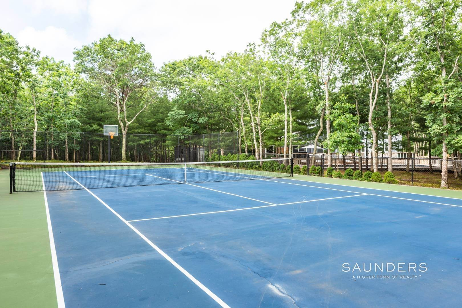 23. Single Family Homes at Private With Pool & Tennis East Hampton, East Hampton Town, NY 11937