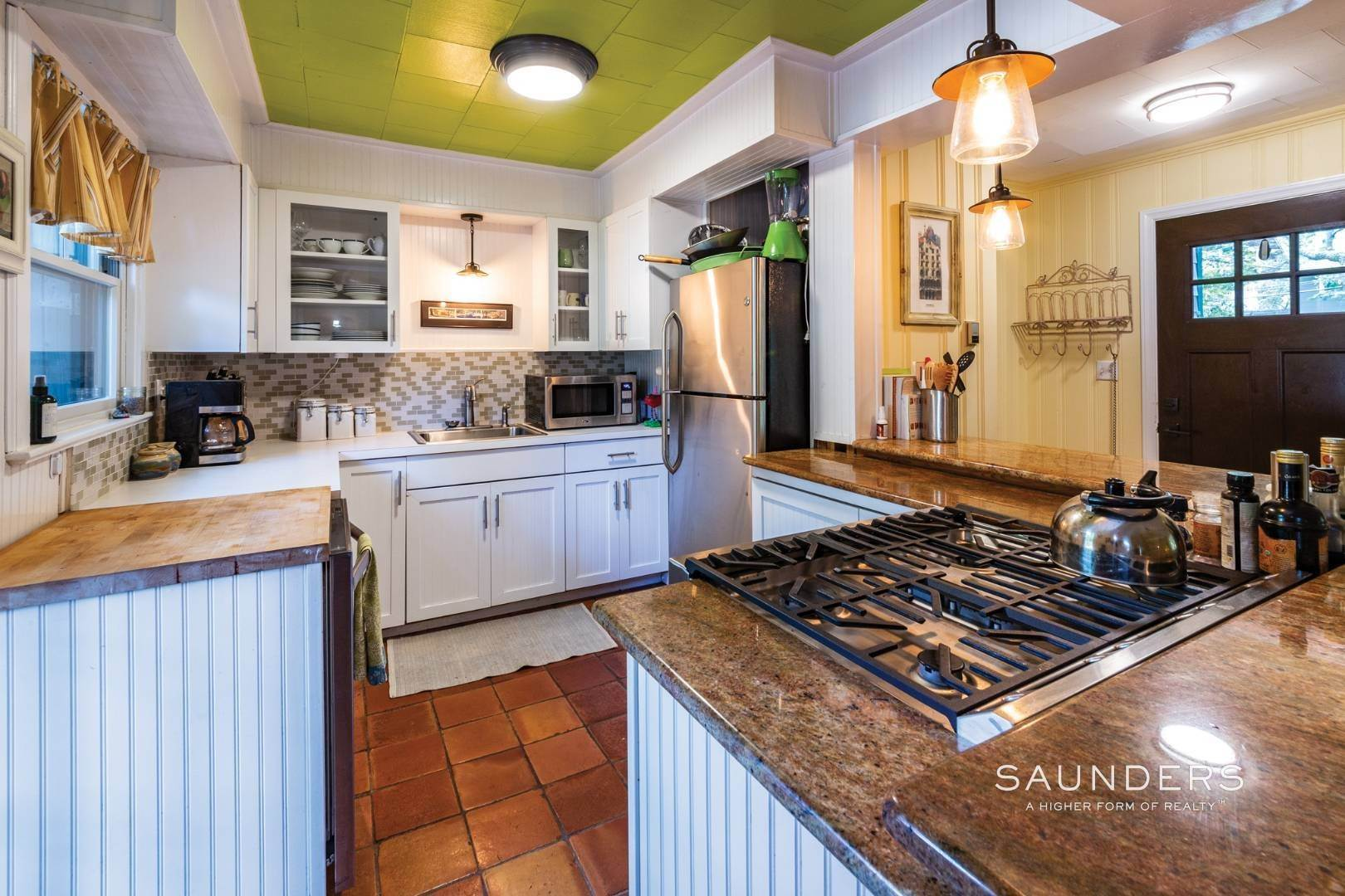 7. Single Family Homes for Sale at Sag Harbor Cottage By The Sea Sag Harbor, Southampton Town, NY 11963