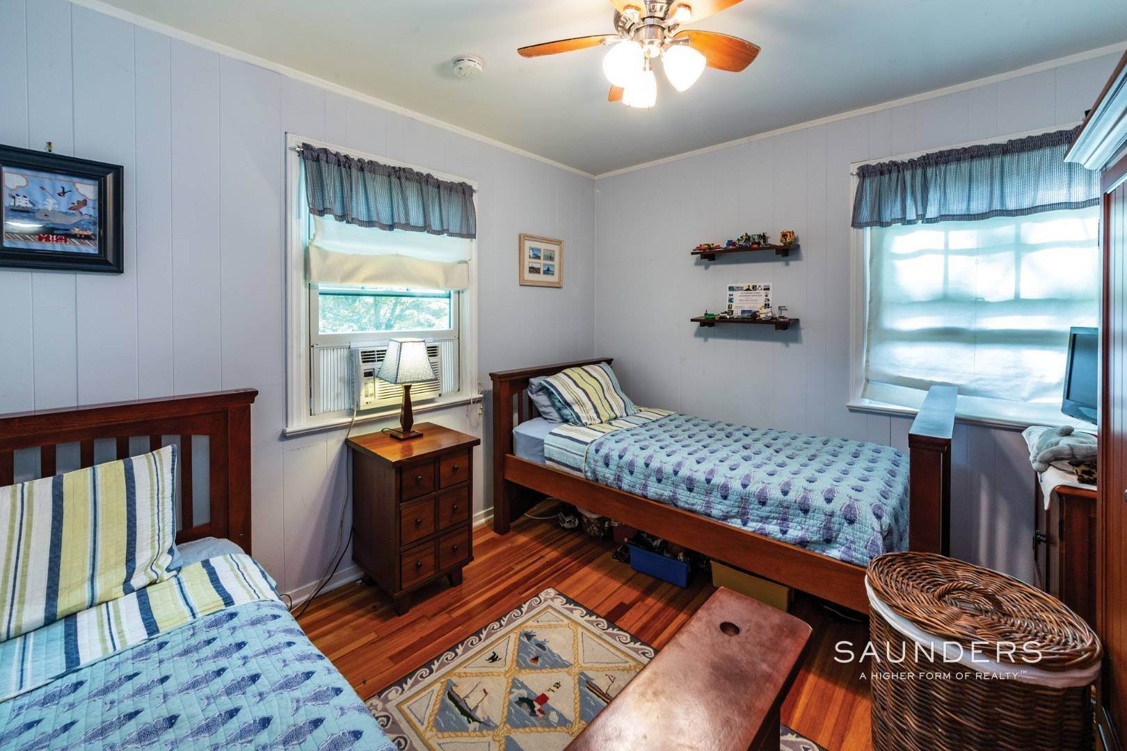 9. Single Family Homes for Sale at Sag Harbor Cottage By The Sea Sag Harbor, Southampton Town, NY 11963