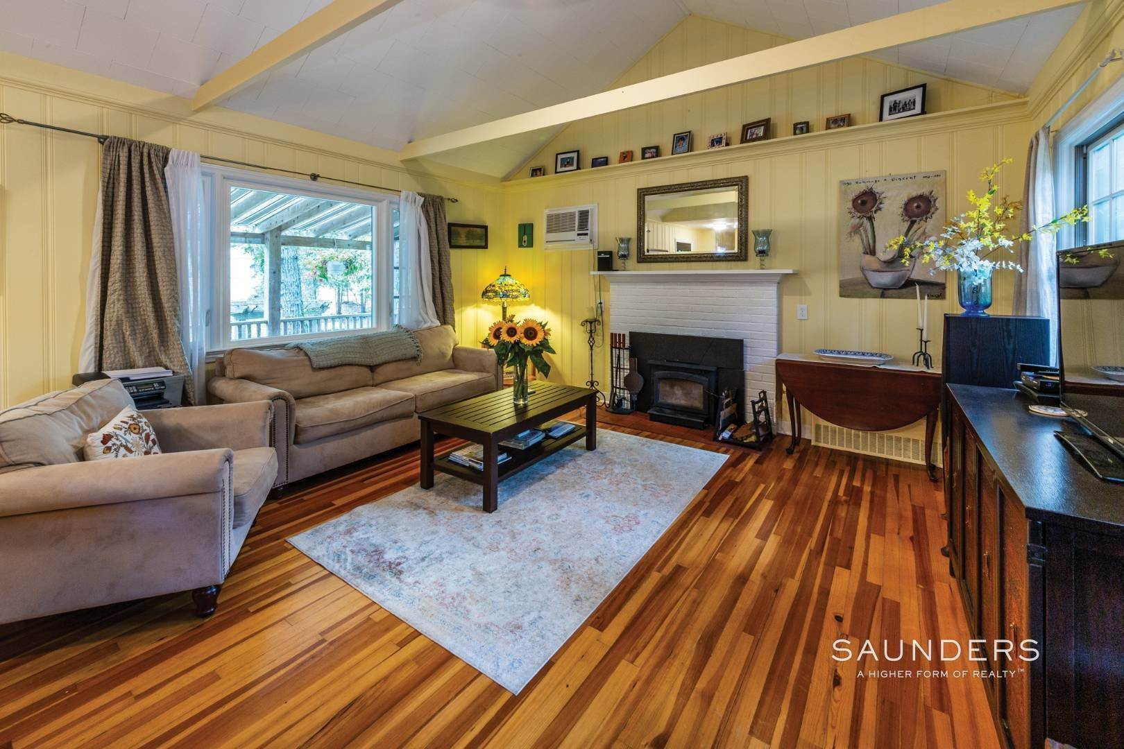 3. Single Family Homes for Sale at Sag Harbor Cottage By The Sea Sag Harbor, Southampton Town, NY 11963